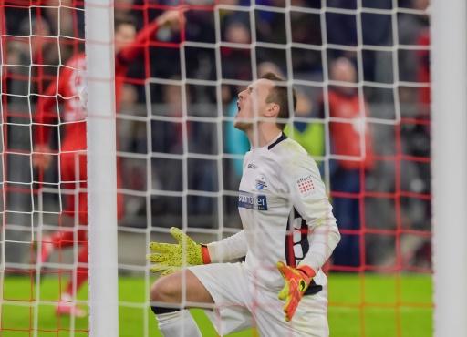 Lewandowski rescata al Bayern ante el colista