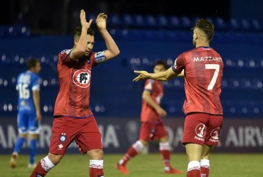 """Huachipato gana con autoridad al """"12"""" y lidera el Grupo A de la Sudamericana"""