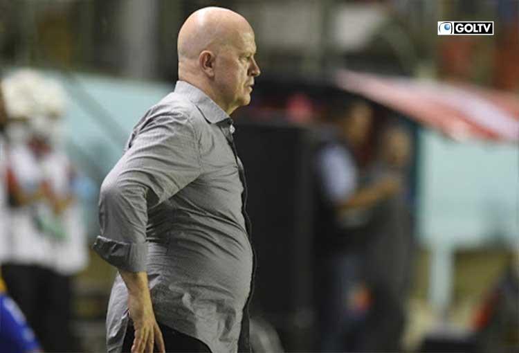 """Carlos Ischia: """"A los jugadores los tuve menos de 10 días"""""""