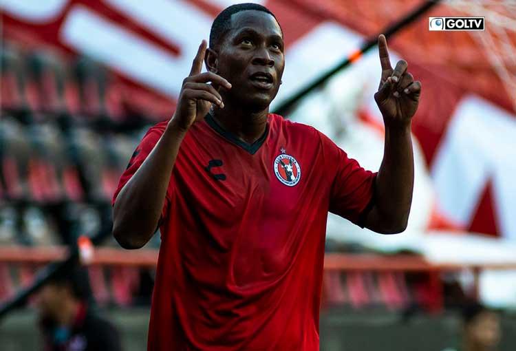 Bryan Angulo anotó su primer gol en la Liga Mx