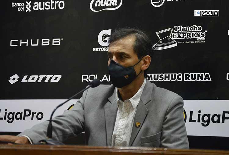 """Fabián Bustos: """"Este partido no jugamos bien, lo reconozco"""""""