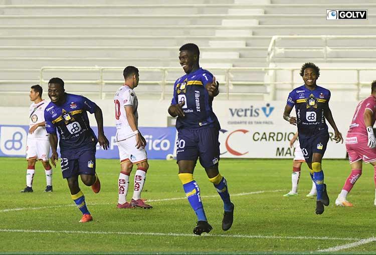 Delfín goleó 4-1 al Mushuc Runa con doblete del 'Trencito' Valencia