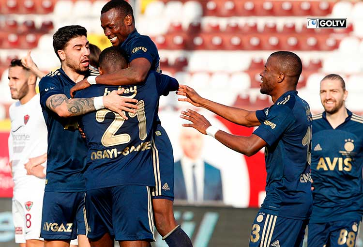 Enner Valencia fue titular en la derrota del Fenerbahce ante Galatasaray