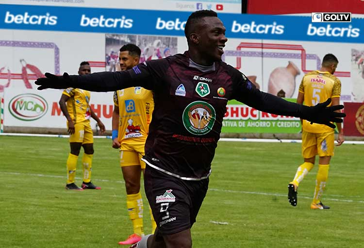 Mushuc Runa aplastó 6-1 a Delfín en Ambato