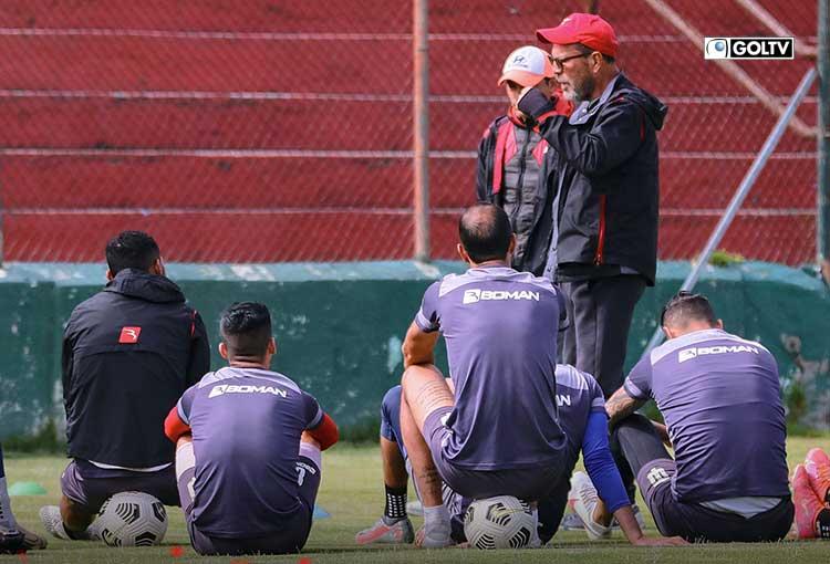 Técnico practicó en el estadio Bellavista para su duelo ante Manta